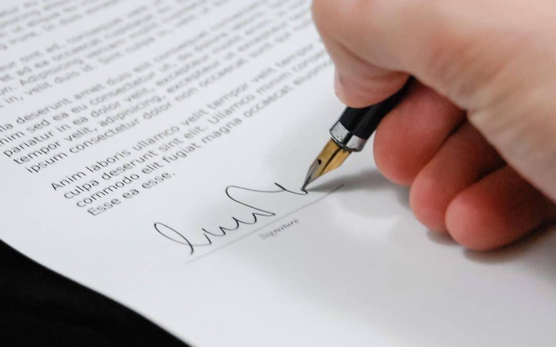 Contrato en centro médico: Las cláusulas importantes que no suelen incluirse.